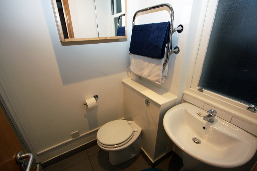 Linden Gardens Standard Double Studio Bathroom
