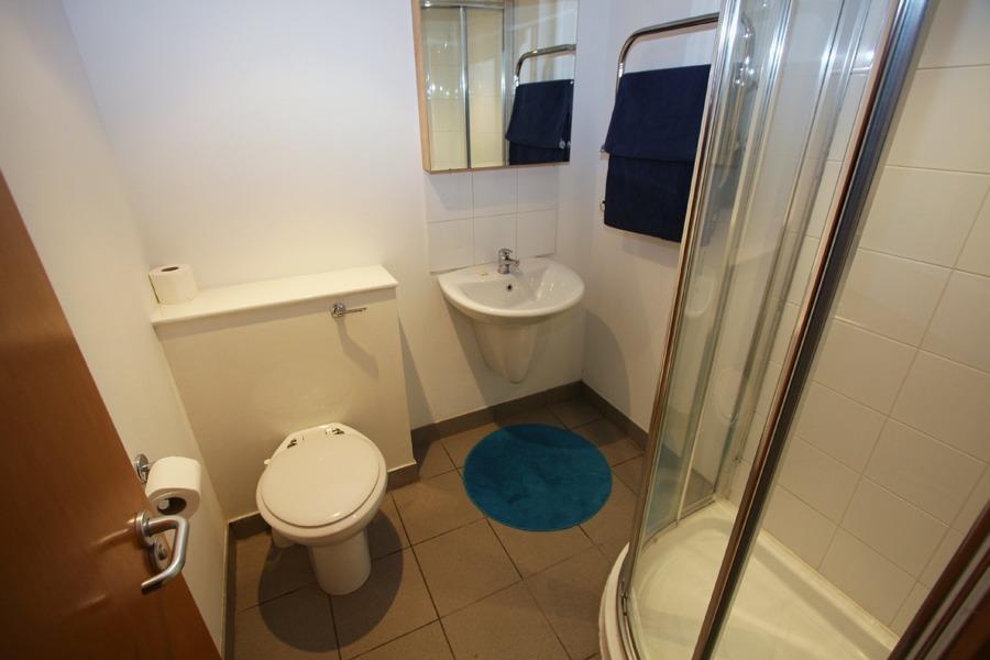 Linden Gardens Standard Mezzanine Studio Bathroom